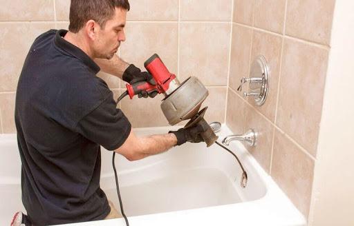Comment déboucher une douche avec un furet ?
