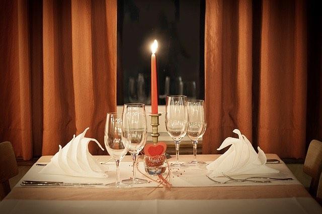 Comment parfaire un dîner romantique?