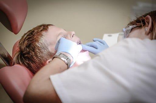 Ne perdez pas de temps ! 9 idée pour atteindre un Blanchiment Des Dents parfait