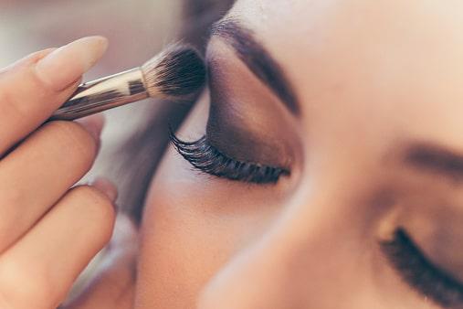 Comment se mettre au maquillage à bordeaux